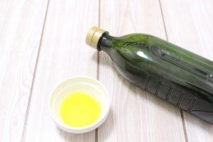 認知症や生活習慣を予防する油をかける
