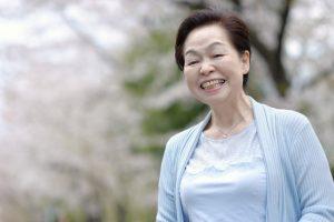 笑わない認知症は幸福か不幸か
